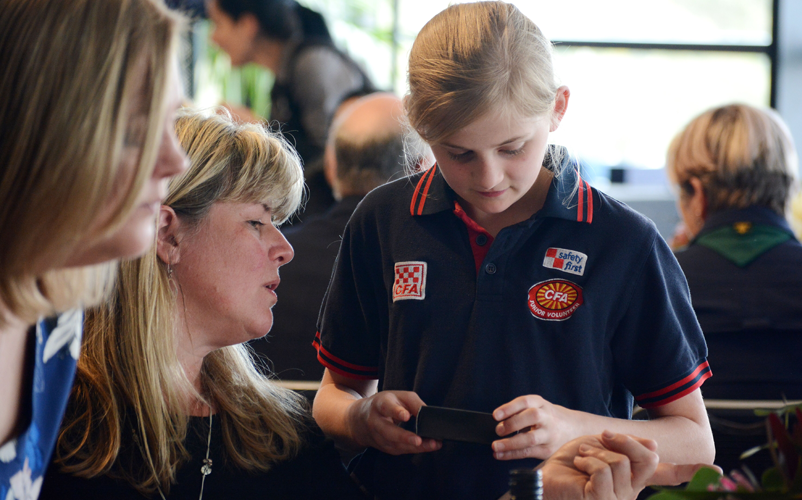 L-R: Lisal O'Brien (Country Fire Authority) and Scarlett Harrison (Student). Image: Australian Institute for Disaster Resilience