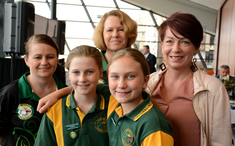 L-R: Leah Mullane (Swayneville School Principal), Jordannah Moren (Student), Wendy Robinson (Teacher), Maddelyn Eames (Student), and Jodie Connolly (Artist). Image: Australian Institute for Disaster Resilience
